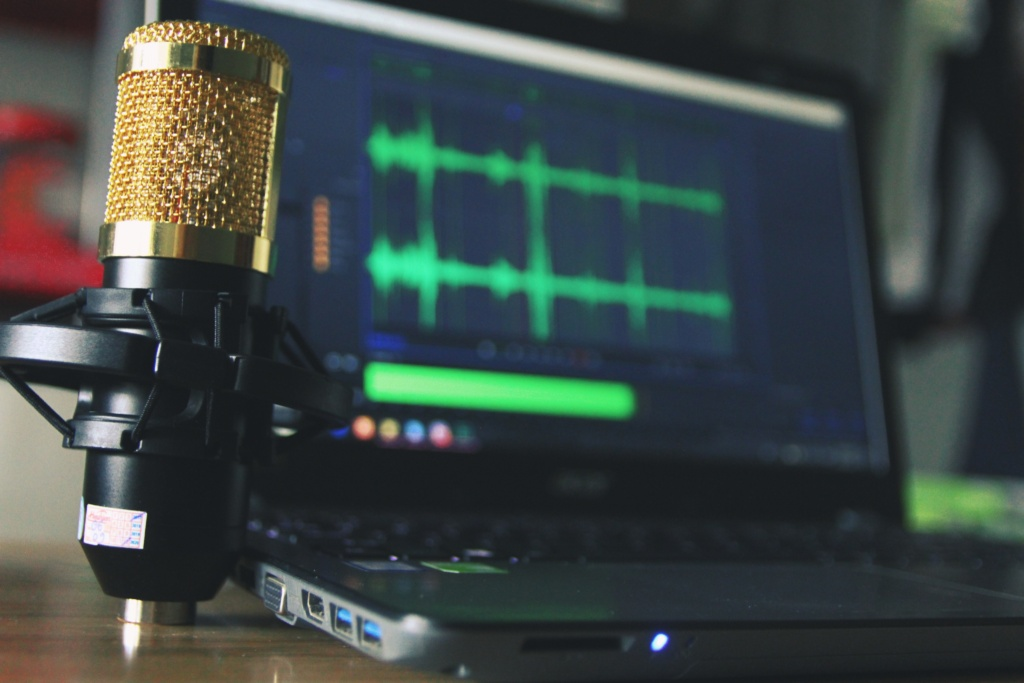 How to Be a Good Podcast Host | 10-Steps to Hosting a Great Podcast